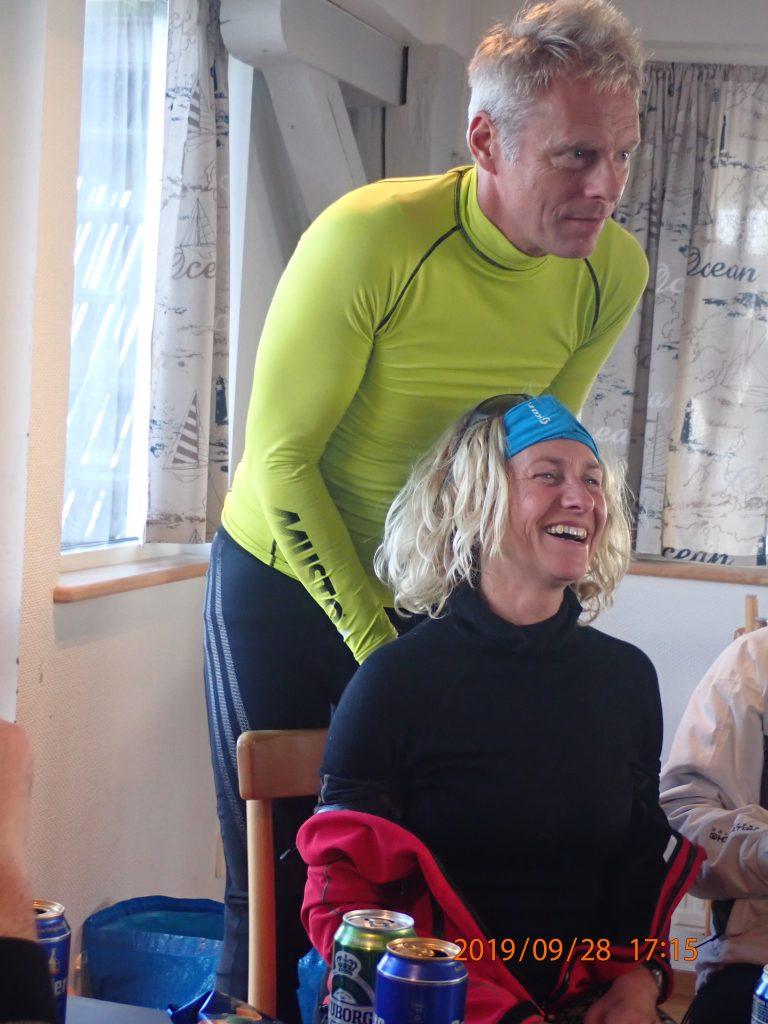 En mindre forseelse på banen betales tilbage med skulder massage (Jesper Arentoft, Anette Molbech)